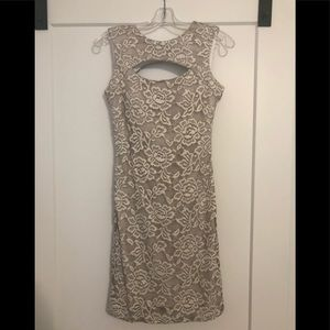 Dresses & Skirts - Fitted lace dress with built-in cups. Taupe/white.